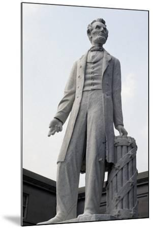 Monument to US President Abraham Lincoln--Mounted Giclee Print