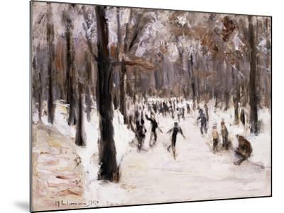 Skaters in the Tiergarten, Berlin; Eislaufer Im Berliner Tiergarten, 1924-Max Liebermann-Mounted Giclee Print