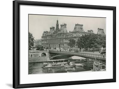 Le Pont D'Arcole Et L'Hotel De Ville, Arcole Bridge and Town-Hall--Framed Photographic Print