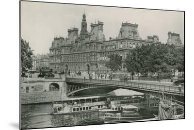 Le Pont D'Arcole Et L'Hotel De Ville, Arcole Bridge and Town-Hall--Mounted Photographic Print