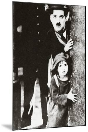 Charlie Chaplin and Jackie Coogan in 'The Kid', 1920--Mounted Photographic Print