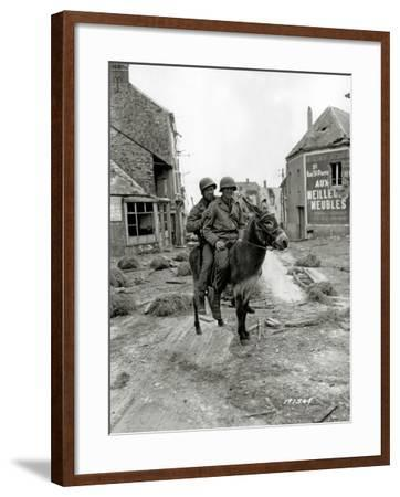 Two U.S. Soldiers, Pfc William Jackson and T4 Joseph King--Framed Photographic Print