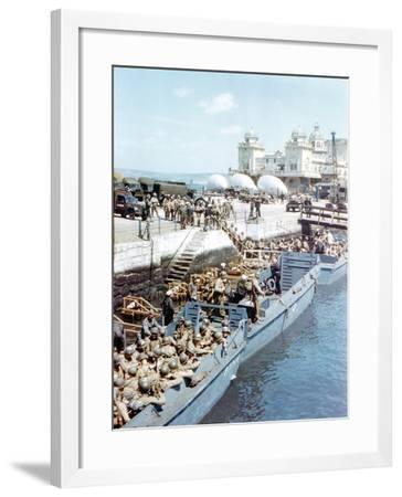 United States Army Troops Boarding a Landing Craft Infantry--Framed Photographic Print