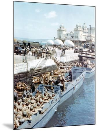 United States Army Troops Boarding a Landing Craft Infantry--Mounted Photographic Print