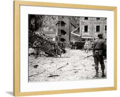 More Than 300 German Soldiers Were Captured in the Lower Sections of the Underground Fort Du Roule--Framed Photographic Print