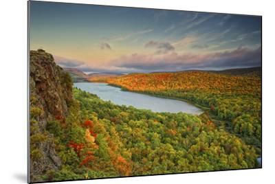 Michigan, Upper Peninsula. Sunset at Lake of the Clouds-Petr Bednarik-Mounted Photographic Print