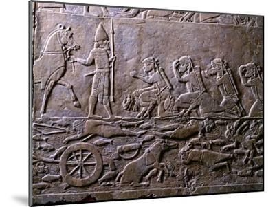 King Ummanigash the Elamite King Being Saluted on Arriving in Madaktu--Mounted Giclee Print