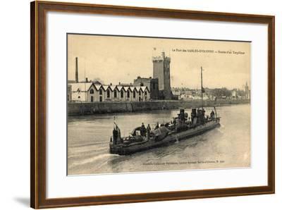 Le Port Des Sables D'Olonne, Entrée D'Un Torpilleur--Framed Giclee Print