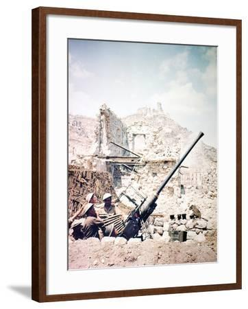 British Soldiers with a Bofors 40MM Anti-Aircraft Gun Below Monte Cassino, Italy, April 1944--Framed Photographic Print