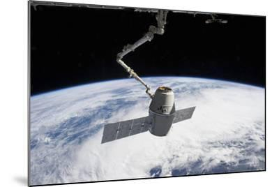 Spacex Dragon in the Grasp of Canadarm2--Mounted Photographic Print