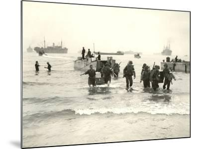 American Forces Landing at Arzew, Algeria During Operation Torch--Mounted Photographic Print
