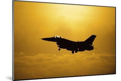 An F-16 Fighting Falcon Comes in for Landing--Mounted Photographic Print
