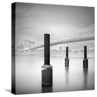3 Postes en Brooklyn Bridge-Moises Levy-Stretched Canvas Print