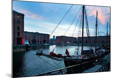 The Albert Dock, Liverpool, Merseyside, England--Mounted Photographic Print
