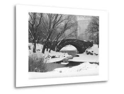 Gapstow Bridge, Central Park, Ny in Snow-Henri Silberman-Metal Print