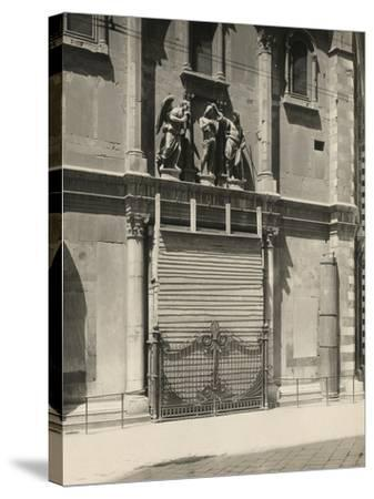 Protecting the Gates of Paradise of the Baptistery During the First World War, Florence-Giuseppe Giani-Stretched Canvas Print
