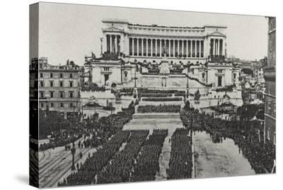 Visions of War 1915-1918: Celebrations at the End of the Great War-Vincenzo Aragozzini-Stretched Canvas Print