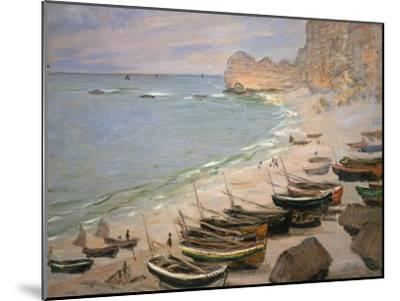 Beach with Boats at Etretat, 1883-Claude Monet-Mounted Giclee Print