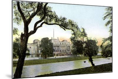 Buckingham Palace, London, 20th Century--Mounted Giclee Print