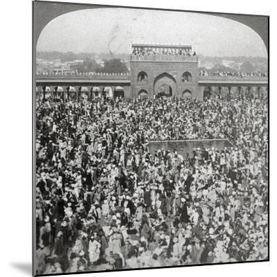 In the Court of the Jumma Mosque, Delhi, India, 1903-Underwood & Underwood-Mounted Giclee Print