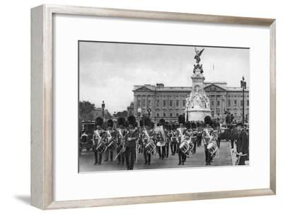 Guards in the Mall, London, Early 20th Century--Framed Giclee Print