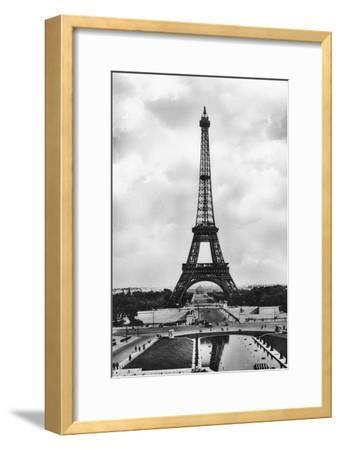 La Tour Eiffel Et Bassins De Chaillot, Paris, 20th Century- Veritable-Framed Giclee Print