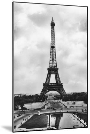 La Tour Eiffel Et Bassins De Chaillot, Paris, 20th Century- Veritable-Mounted Giclee Print