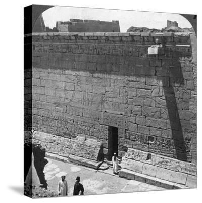Scenes of Battle and the Chase Carved on a Wall at Medinet Habu, Thebes, Egypt, 1905-Underwood & Underwood-Stretched Canvas Print