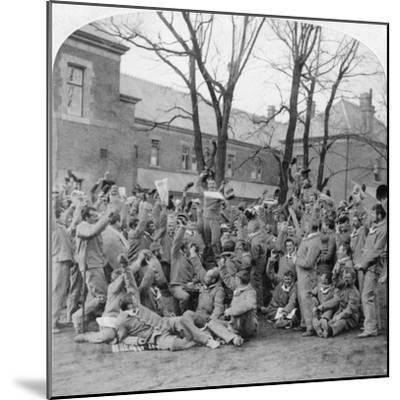 Convalescent Soldiers, General Hospital No 10, Bloemfontein, South Africa, Boer War, 1901-Underwood & Underwood-Mounted Giclee Print
