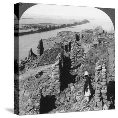 Kasr (Qas) Ibrim and a View Down the Nile in Nubia, Egypt, 1905-Underwood & Underwood-Stretched Canvas Print