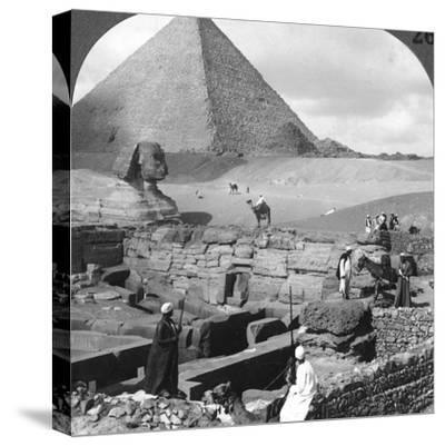Ruins of the Granite Temple, the Sphinx and Great Pyramid, Egypt, 1905-Underwood & Underwood-Stretched Canvas Print