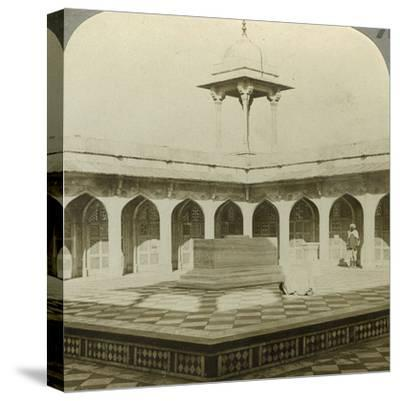 Akbar's Tomb, Sikandara, Uttar Pradesh, India, C1900s-Underwood & Underwood-Stretched Canvas Print