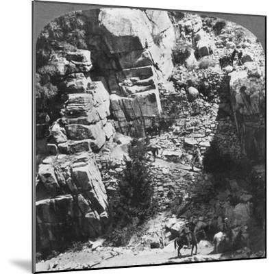 Climbing the Steep Zig-Zag Trail at the Eastern End of Yosemite Valley, California, USA, 1902-Underwood & Underwood-Mounted Giclee Print