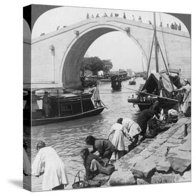 Woo Men Bridge and Grand Imperial Canal, Soo-Chow (Suzho), China, 1900-Underwood & Underwood-Stretched Canvas Print
