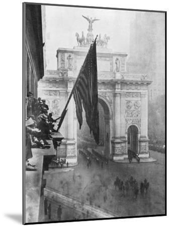 Us 1st Army Passing Through the Victory Arch, Madison Square, New York, USA, 10 September 1919--Mounted Giclee Print