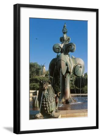Lions' Fountain in Bloomfield Garden--Framed Photographic Print