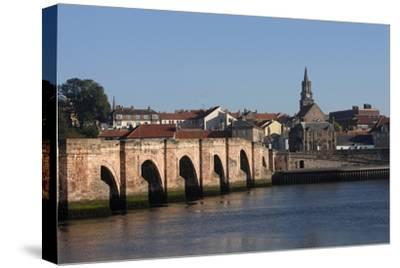 The Tweed River with Ponte Vecchio Arch Bridge with Five Arches (Built in 1610-34)--Stretched Canvas Print