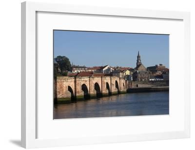 The Tweed River with Ponte Vecchio Arch Bridge with Five Arches (Built in 1610-34)--Framed Photographic Print