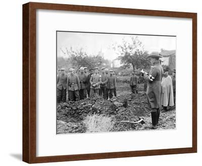 Burying the Dead, C.1914-18--Framed Photographic Print