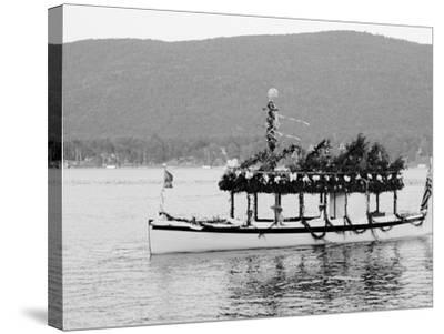 Yacht Etto, Regatta Day, Fort Willam Henry Hotel, Lake George, N.Y.--Stretched Canvas Print
