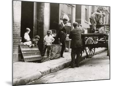 Boston Street Kids-Lewis Wickes Hine-Mounted Photo