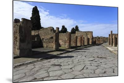 Long Cobbled Street, Roman Ruins of Pompeii, UNESCO World Heritage Site, Campania, Italy, Europe-Eleanor Scriven-Mounted Photographic Print
