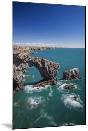 Green Bridge of Wales, Pembrokeshire Coast, Wales, United Kingdom-Billy Stock-Mounted Photographic Print