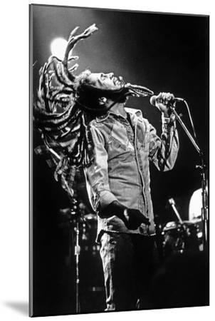 Bob Marley En Concert De Reggae Au Roxy, Los Angeles Le 26 Mai 1976--Mounted Photo