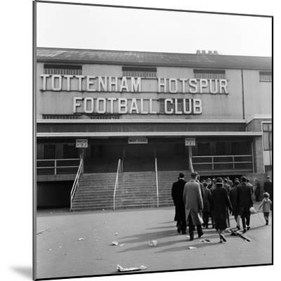Tottenham Football Club, 1962-Monte Fresco O.B.E.-Mounted Premium Photographic Print