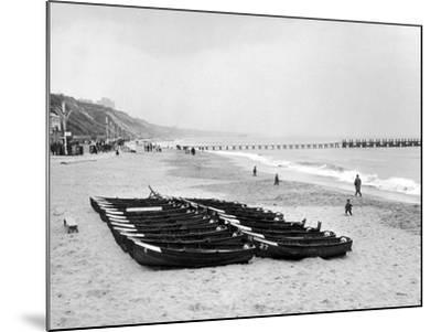 Bournemouth Beach, 1964-Daily Mirror-Mounted Photographic Print