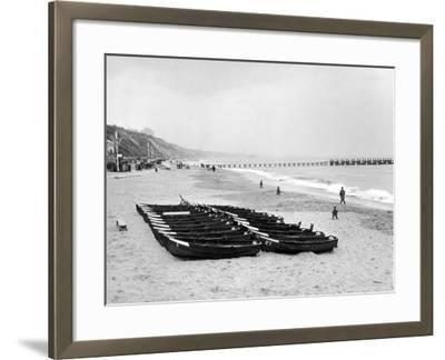 Bournemouth Beach, 1964-Daily Mirror-Framed Photographic Print