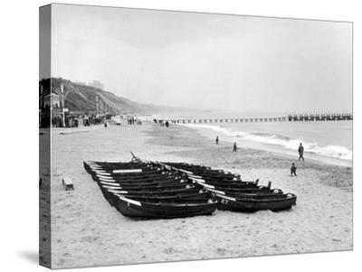 Bournemouth Beach, 1964-Daily Mirror-Stretched Canvas Print