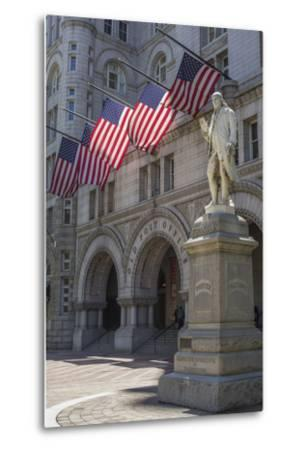 USA, Washington Dc. Ben Franklin Statue Fronts Old Post Office-Charles Crust-Metal Print