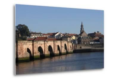 The Tweed River with Ponte Vecchio Arch Bridge with Five Arches (Built in 1610-34)--Metal Print